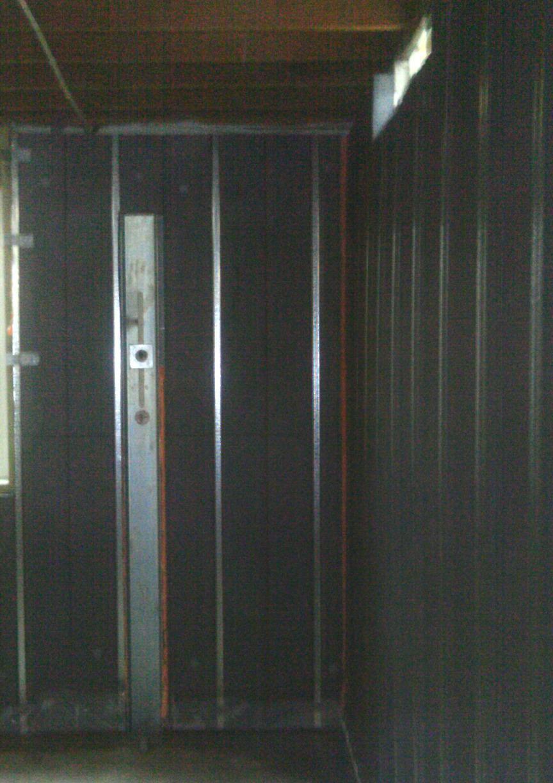 Forms an unbroken sheet of insulation on basement walls.